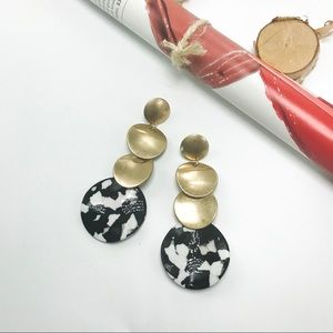 """OMAYRA"" BLACK AND WHITE ACRYLIC EARRINGS"